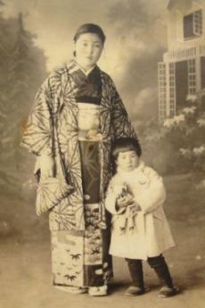 おばあちゃんのアルバム08-母子で.JPG