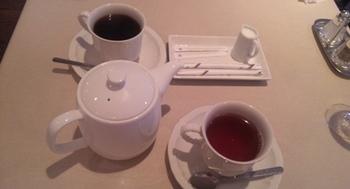 パリの食堂_お茶.JPG