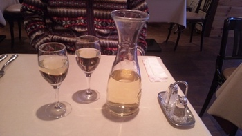 パリの食堂_ワイン.JPG